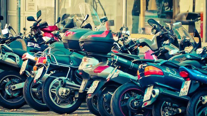 Spodnie motocyklowe – – skórzane czy tekstylne?