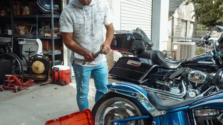 Zestaw naprawczy do opon motocyklowych – czy jest przydatny?
